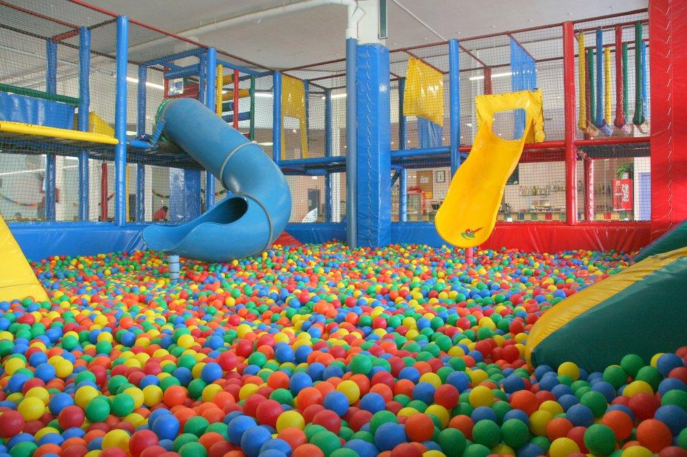 Chiquipark para adultos en barcelona para volver a for Piscinas hinchables grandes baratas