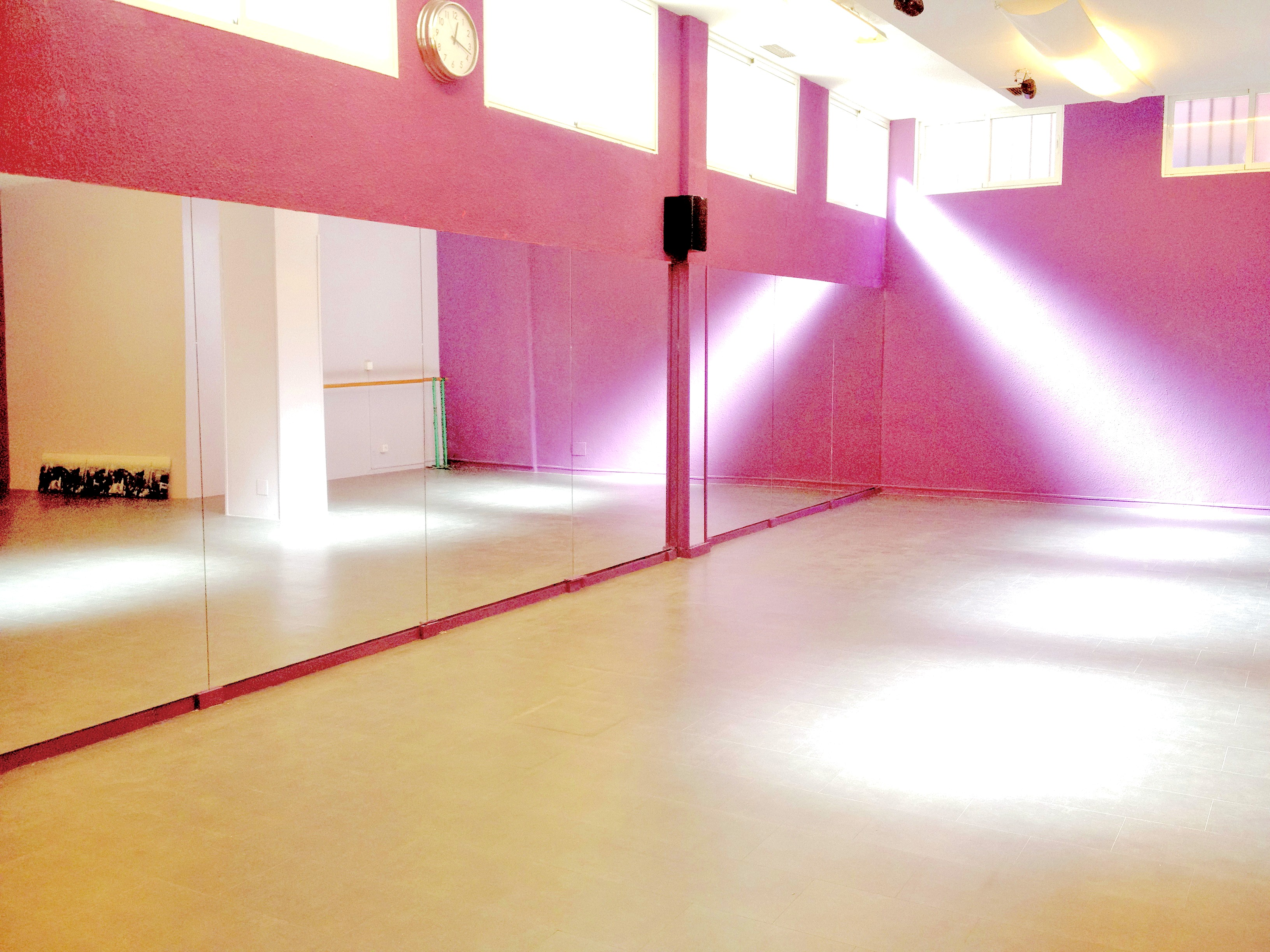 18 escuelas de baile en barcelona para que no pares de moverte for Decoracion de interiores estudiar